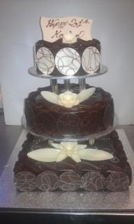3 TIER MUD CAKE WITH PILLARS