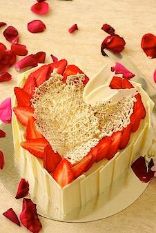 Cream cake hearts strawberry cake